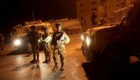İsrail güçleri gece baskınlarında 29 Filistinliyi gözaltına aldı