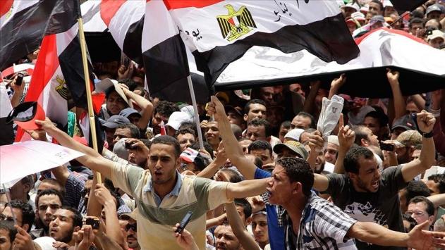 Korku duvarı Tahrirde yıkılıyor