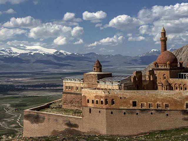 Süslemeleri ve eşsiz mimarisiyle İshak Paşa Sarayı