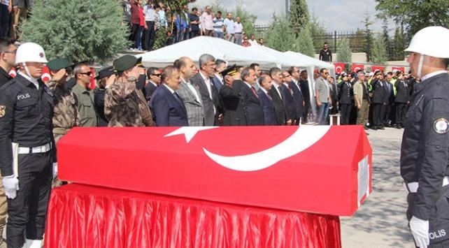Şehit polis memurunun cenazesi Ankarada toprağa verildi