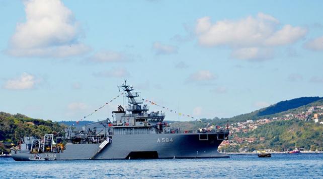 İstanbuldaki 9 savaş gemisi vatandaşların ziyaretine açıldı