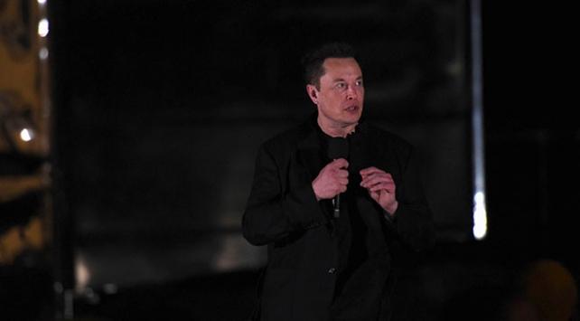 Elon Musk, Aya ve Marsa insan taşıyacak Starshipi tanıttı