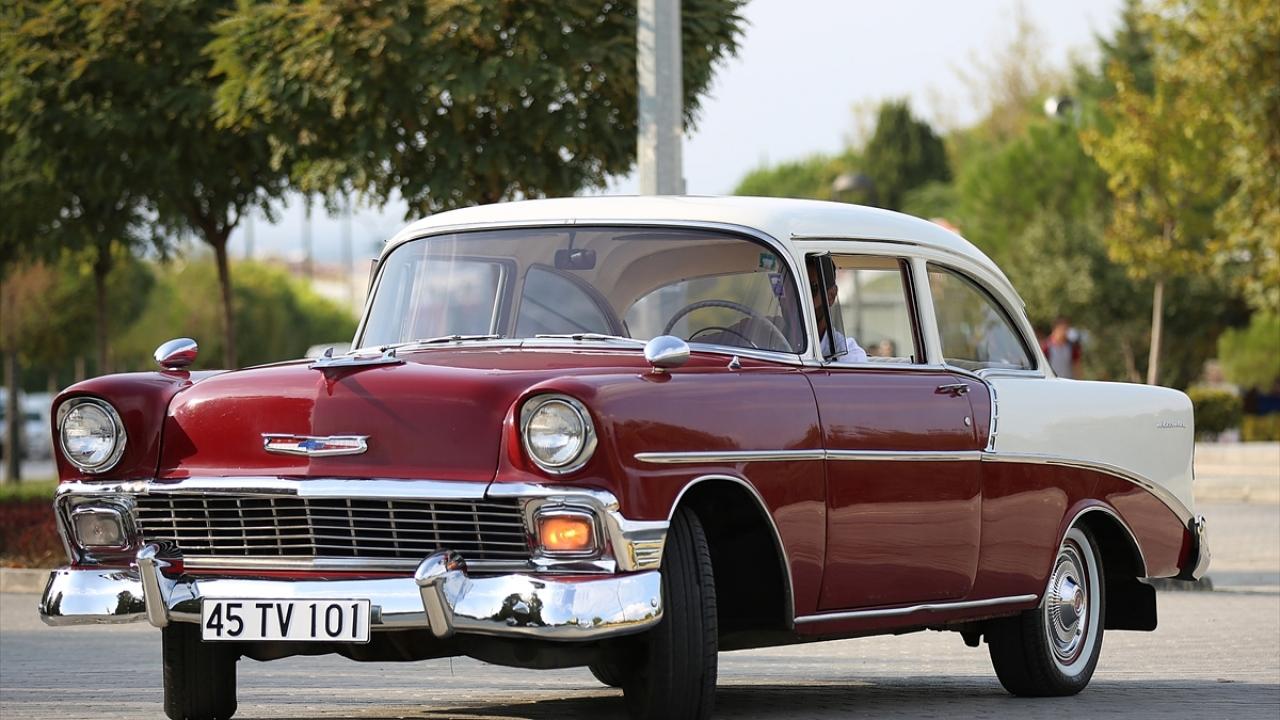 1956 model otomobilini lüks araçlara değişmiyor