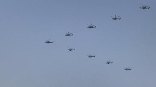 Çin'in kuruluş kutlamalarına askeri hava araçları damga vurdu