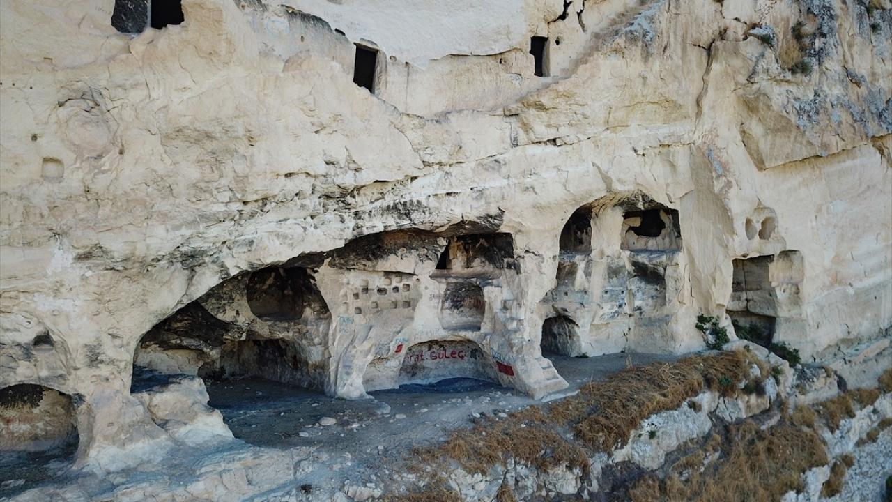 Tuncelideki kaya odalar ziyaretçilerin uğrak yeri oldu