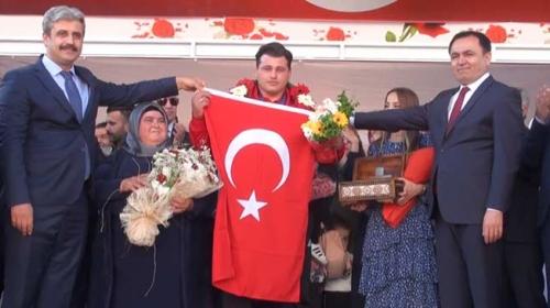 Dünya şampiyonu Kayaalp memleketinde coşkuyla karşılandı