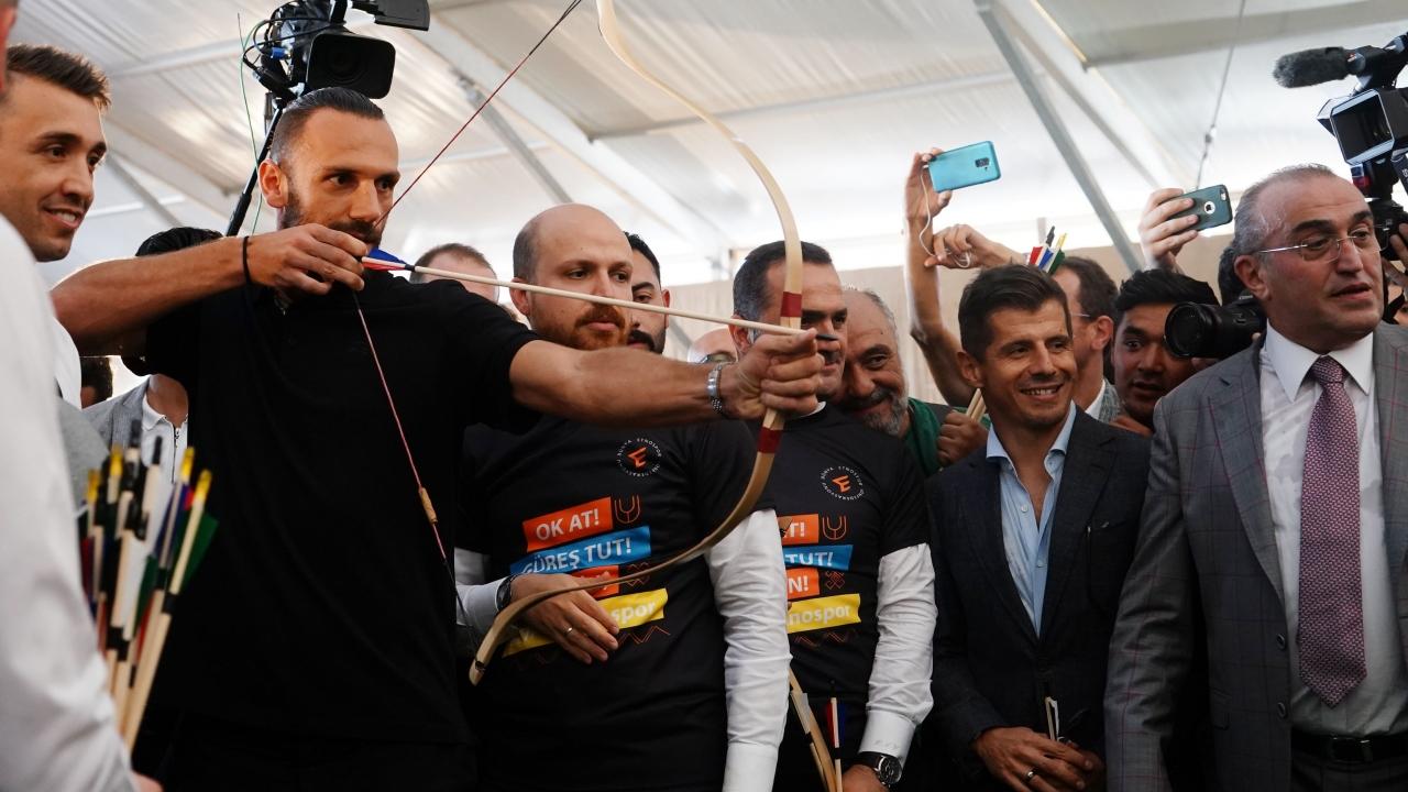 Yıldız futbolcular Etnosporda birlikte ok attı