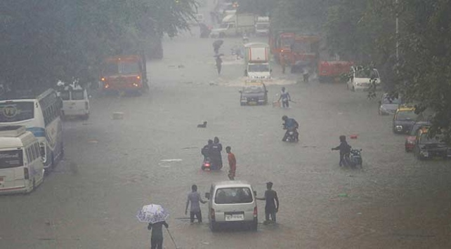 Hindistanda sel felaketi: Ölü sayısı 73 oldu
