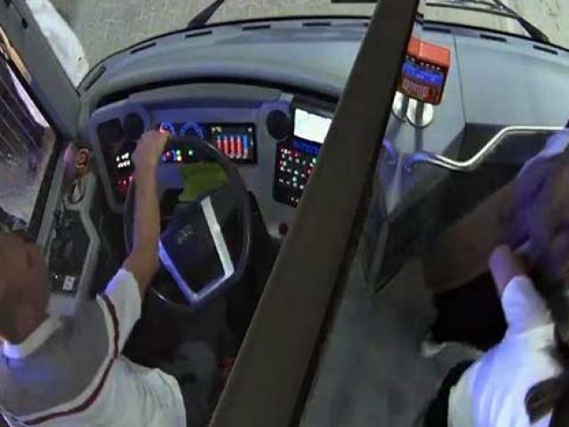 Otobüs şoförü hasta öğrenciyi otobüsle hastaneye ulaştırdı