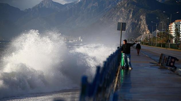 Meteoroloji uyardı: Yurdun birçok yerinde kuvvetli yağış ve rüzgar bekleniyor