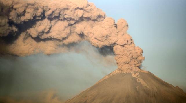 Popocatepetl yanardağı kül püskürtmeye devam ediyor