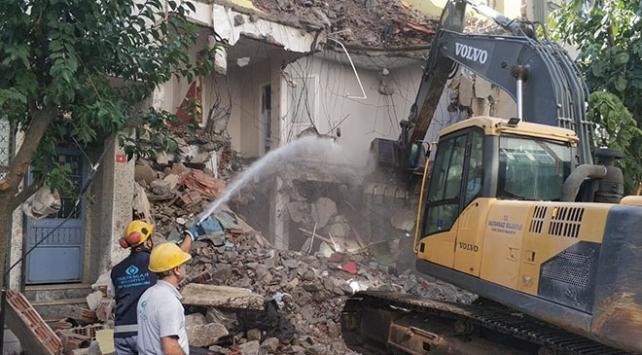 Sultangazide riskli binalar yıkılıyor