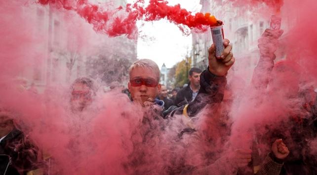 Donbasta seçim ihtimali Ukraynalıları sokağa döktü