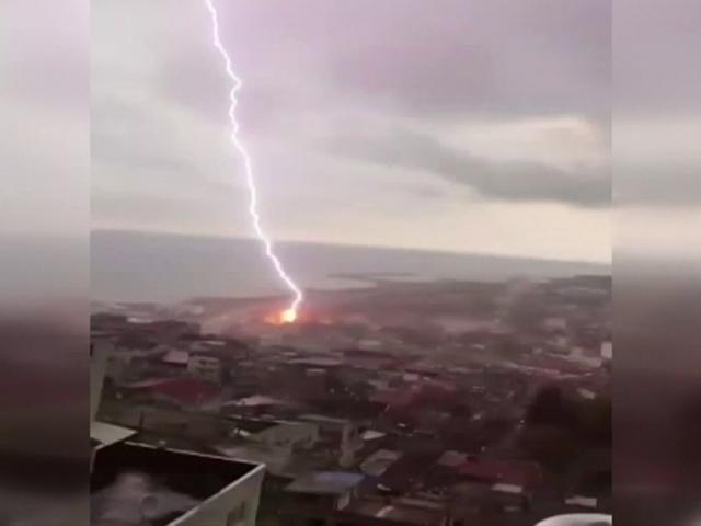Trabzonda yıldırım düşme anı kamerada