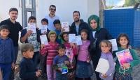 Cami hoparlöründen anons yaptırıp çocuklara oyuncak dağıttılar