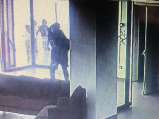 Tekirdağda okul görevlisi depreme yakalanan hasta çocuğu sırtında taşıdı