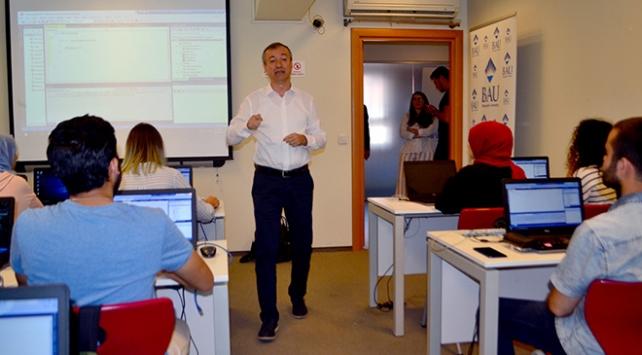 Bilgi teknolojileri kursları gençleri iş sahibi yapıyor