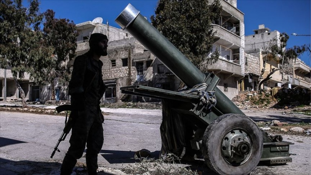 YPG/PKKlı teröristler Tel Abyadda okullarda da yuvalanıyor