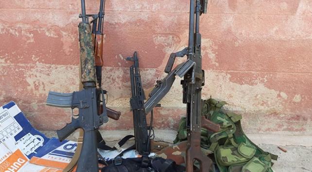 Tel Abyadda YPG/PKKlılar silahlarını bırakarak kaçtı