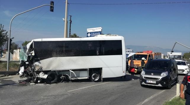 Aydında turistleri taşıyan midibüs kaza yaptı: 4 yaralı