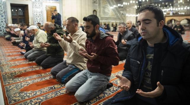 Mehmetçik için camilerde zafer duası okundu