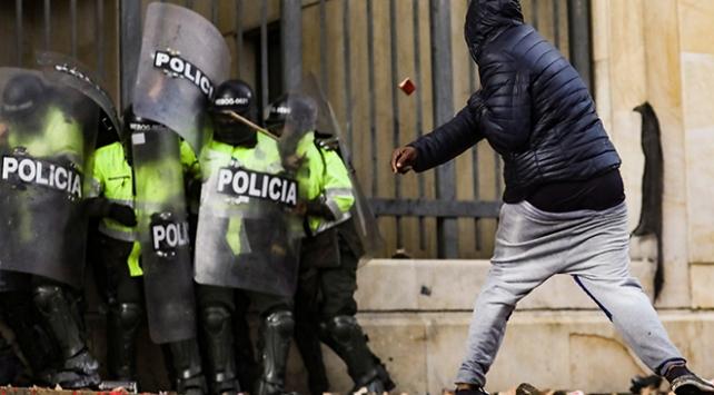Kolombiyadaki öğrenci protestolarında polisle arbede