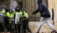 Kolombiya'daki öğrenci protestolarında polisle arbede
