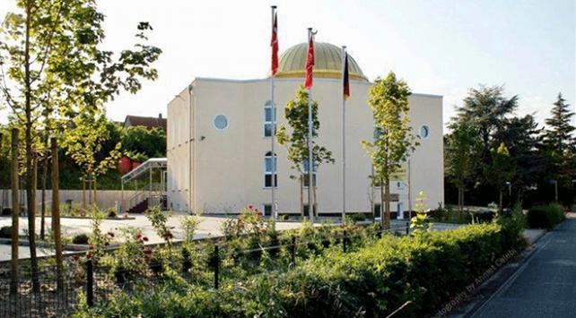 Terör örgütü yandaşları Almanyada cami ve lokale saldırdı