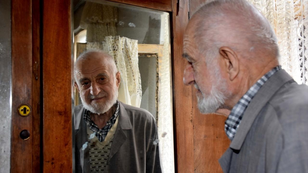 """Trabzonun """"ihtiyar delikanlısı"""" yıllara meydan okuyor"""
