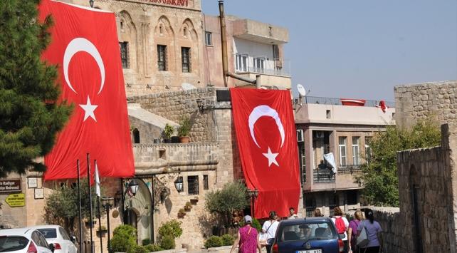Mardin Türk bayraklarıyla ala boyandı