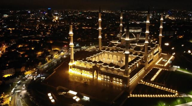 Vatandaşlar Mehmetçik için Çamlıca Camiine akın etti