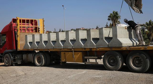 Sınır birliklerine beton blok sevkiyatı yapıldı