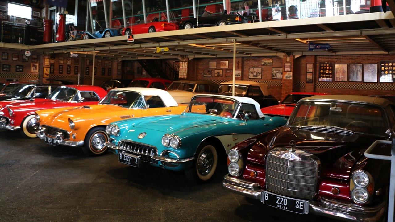 Cakarta'da nostaljik araba koleksiyonu ilgi çekiyor