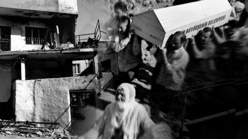 Terör anne ve kızlarının peşini bırakmadı