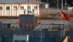 Tel Abyaddaki gümrük kapısına Suriye Milli Ordusu bayrağı çekildi