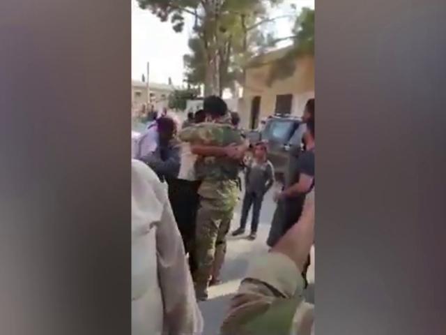 Suriye Milli Ordusu askerleri Tel Abyad'da sevinçle karşılandı