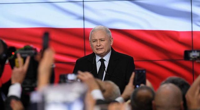 Polonyada seçimleri Hukuk ve Adalet Partisi kazandı