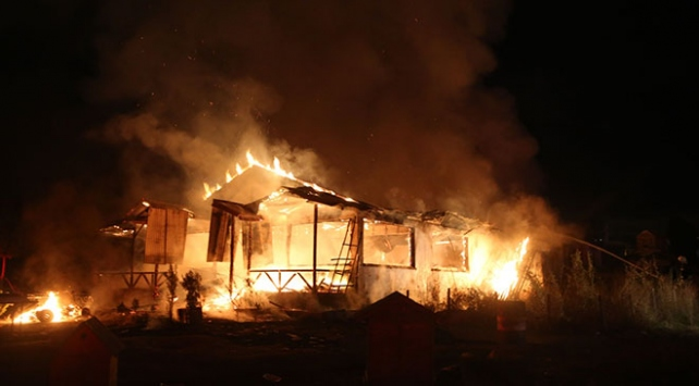Sivasta at çiftliği yandı