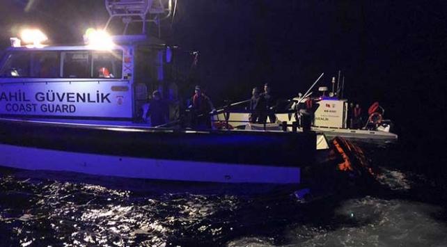 Ayvalıkta düzensiz göçmenleri taşıyan tekne battı