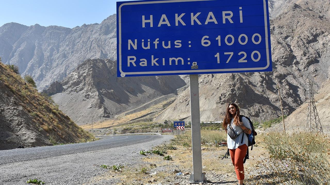 Otostopla Türkiye turunu Hakkaride tamamladı