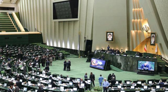 İran Meclisinde Hazar Denizi protestosu