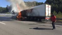 Anadolu Otoyolu'nda tır yangını: Ulaşım çift yönlü trafiğe kapandı