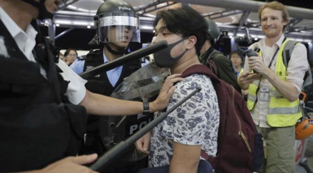 Hong Kong'da hafta sonu düzenlenen protestolarda 201 kişi gözaltına alındı