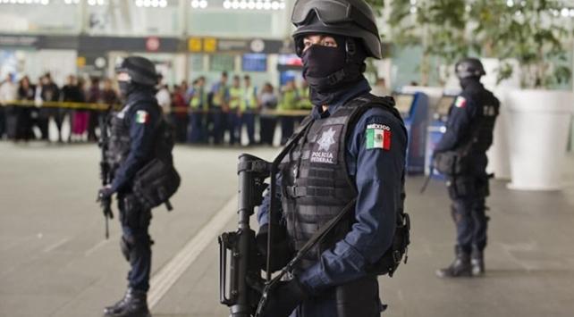 Meksikada 14 polis memuru pusuya düşürülerek öldürüldü