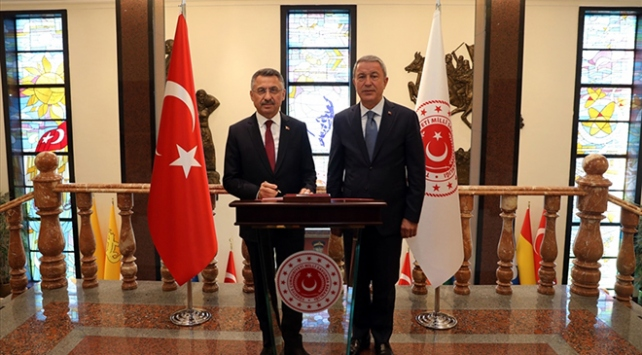 Cumhurbaşkanı Yardımcısı Oktay'dan Bakan Akar'a ziyaret