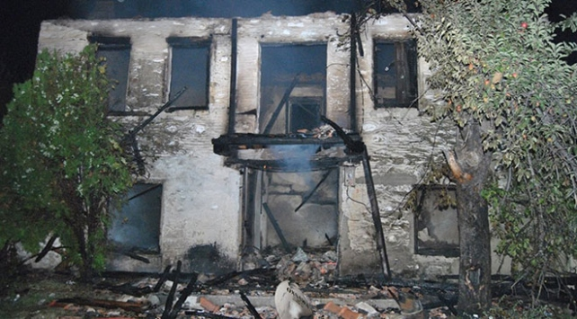 İzmirde tarihi ahşap binada yangın