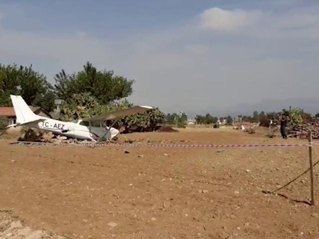 Antalyada sivil eğitim uçağı düştü