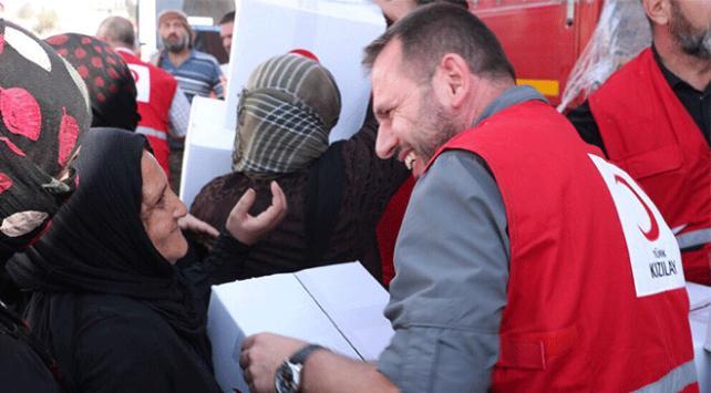 Türk Kızılayı insani yardım için Tel Abyadda