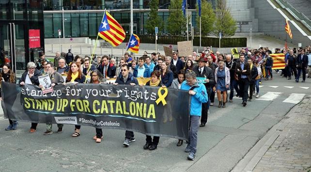 Brükselde Katalan siyasetçilere verilen cezalar protesto edildi
