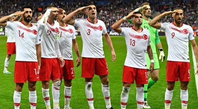 UEFA asker selamına soruşturma başlattı